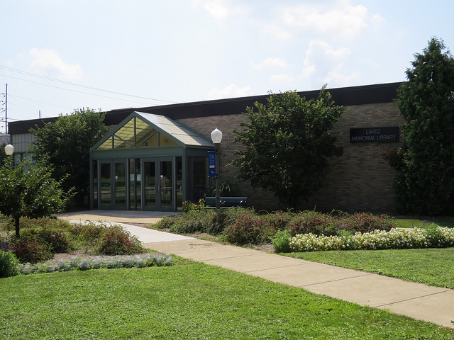 a view of the outside of the Lartz Memorial Library at Penn State Shenango