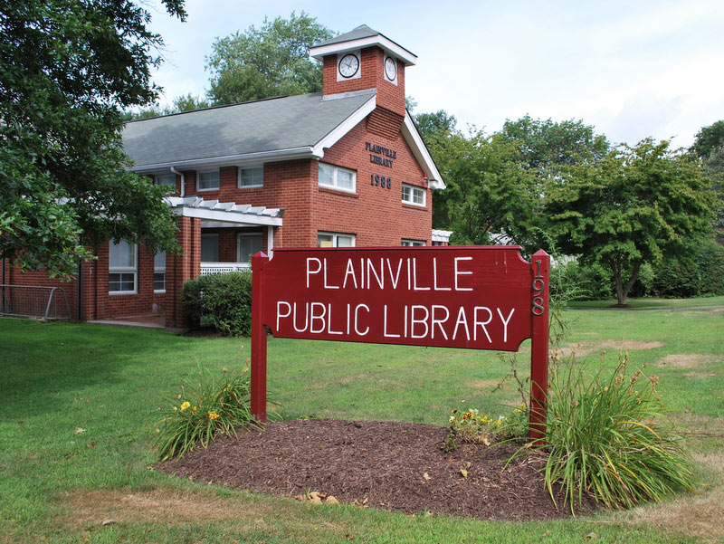 Plainville Public Library, built in 1988
