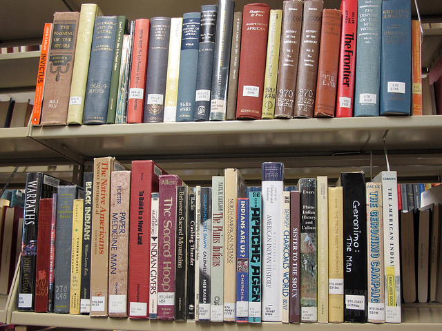 print books in library bookshelf