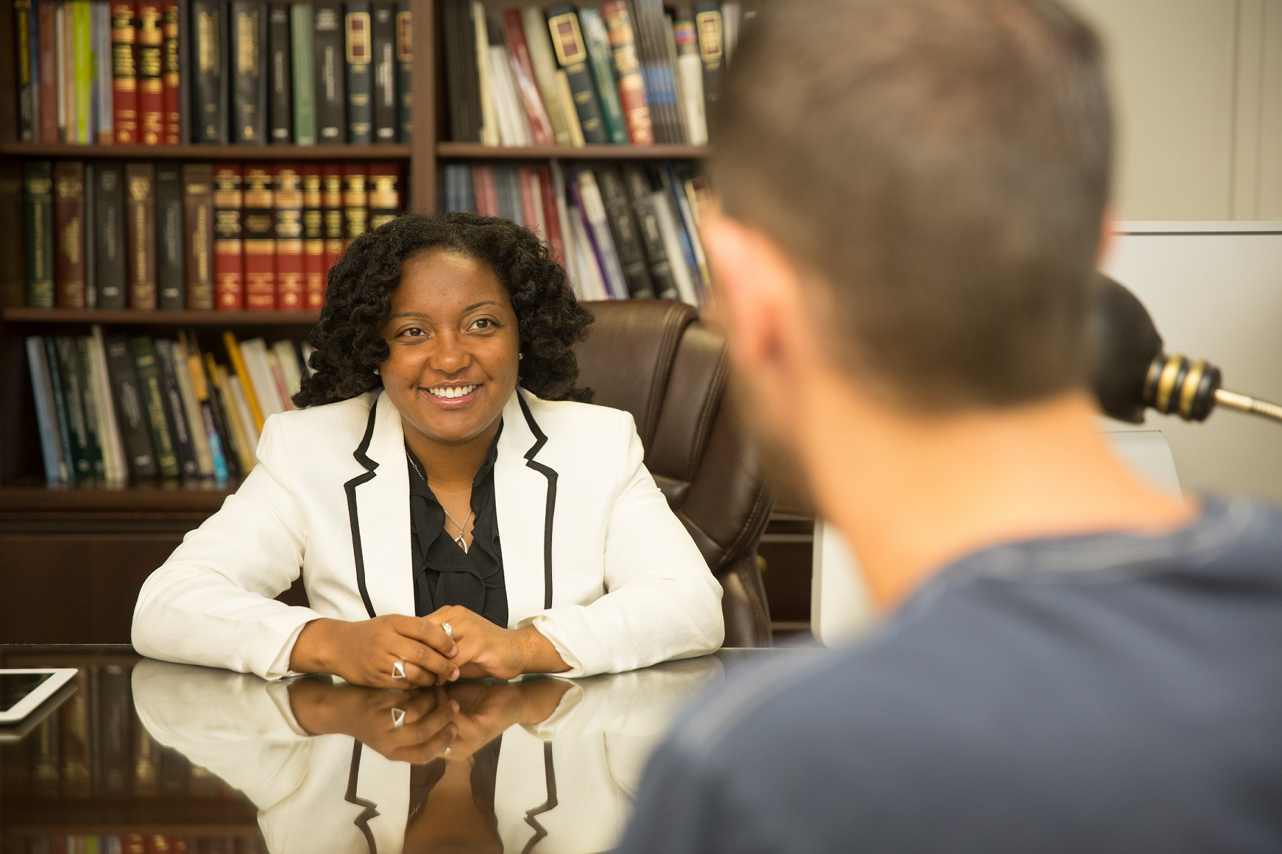 Professor Shontavia Johnson meets with a Drake Law student.