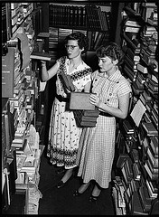 [State Library of New South Wales, 'Library confusion, 23/12/1952, by Sam Hood', no known copyright restrictions, source: flickr (http://www.flickr.com/photos/statelibraryofnsw/5748745311/)]