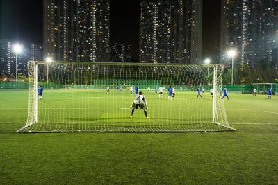 See-ming Lee. Nighttime Football (Soccer), CC licence: CC BY-ND 2.0 (https://creativecommons.org/licenses/by-nd/2.0/) Image source: Flickr (https:// https://www.flickr.com/photos/seeminglee/8650764769)