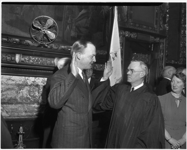 Harold E. Stassen being sworn in as Governor, 1941.