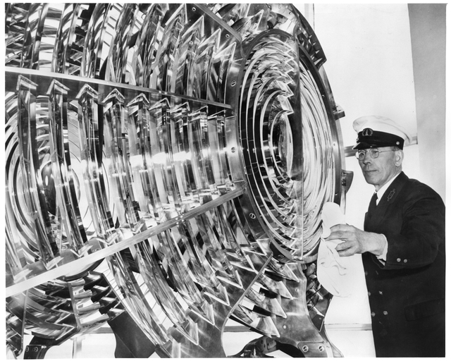Keeper polishing lens, Split Rock Light Station (1946)