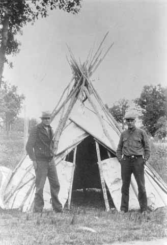 Chippewa Indian tepee, Mille Lacs Trading Post, c. 1932