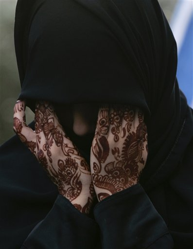 essay on burqas A war on women' addresses the reasoning for a ban the author – virginia haussegger – has successfully outlined the views of many non-muslims.