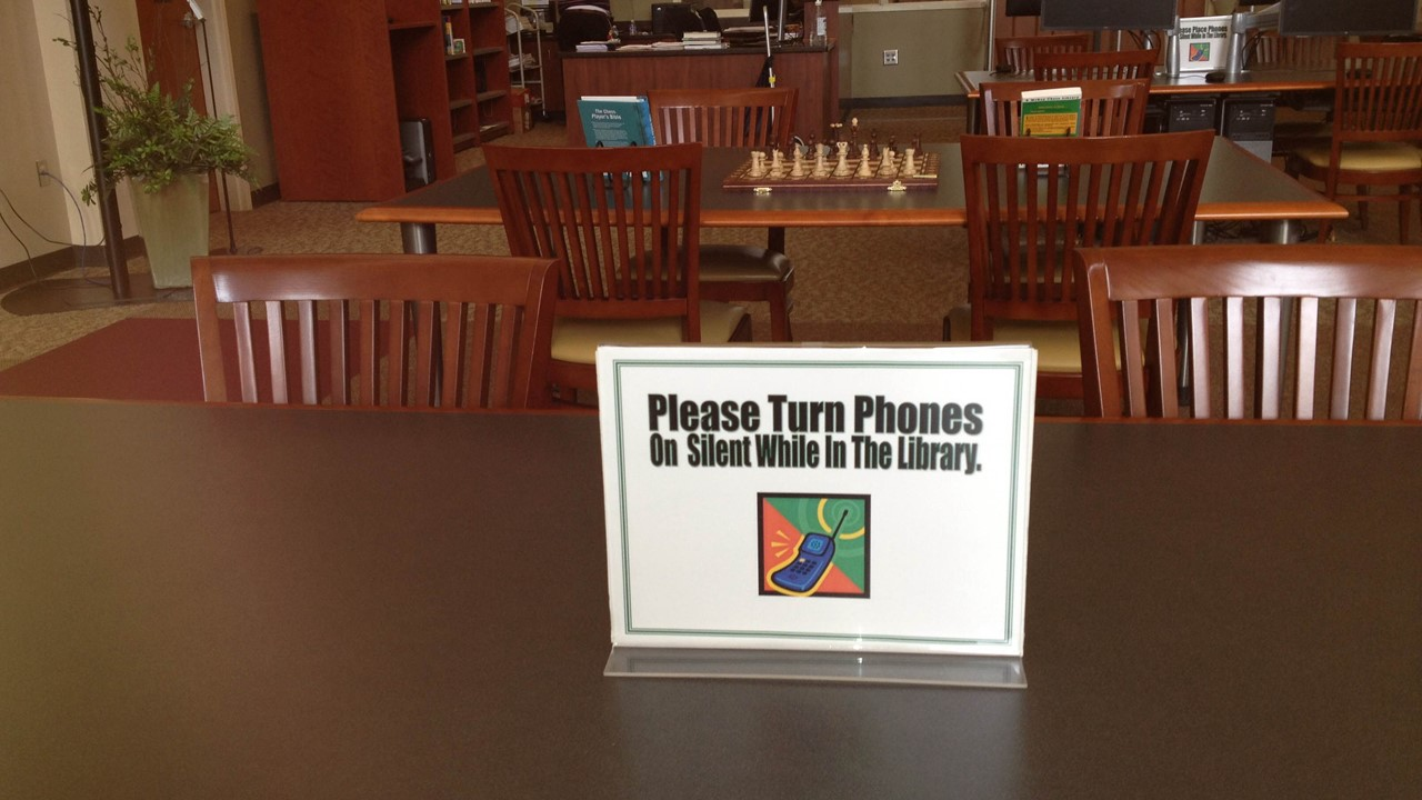 Image photo of study tables in Waycross library