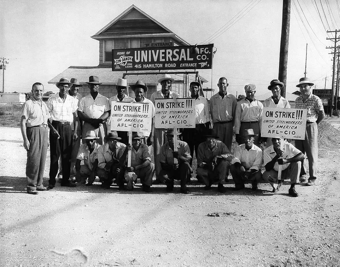 photo of United Steelworkers of America on strike