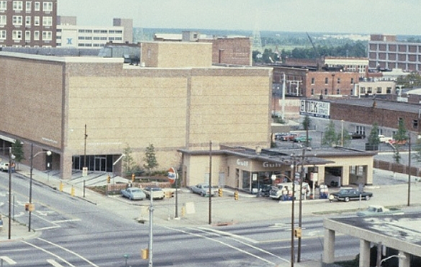 View of 2nd and Chestnut in 1981