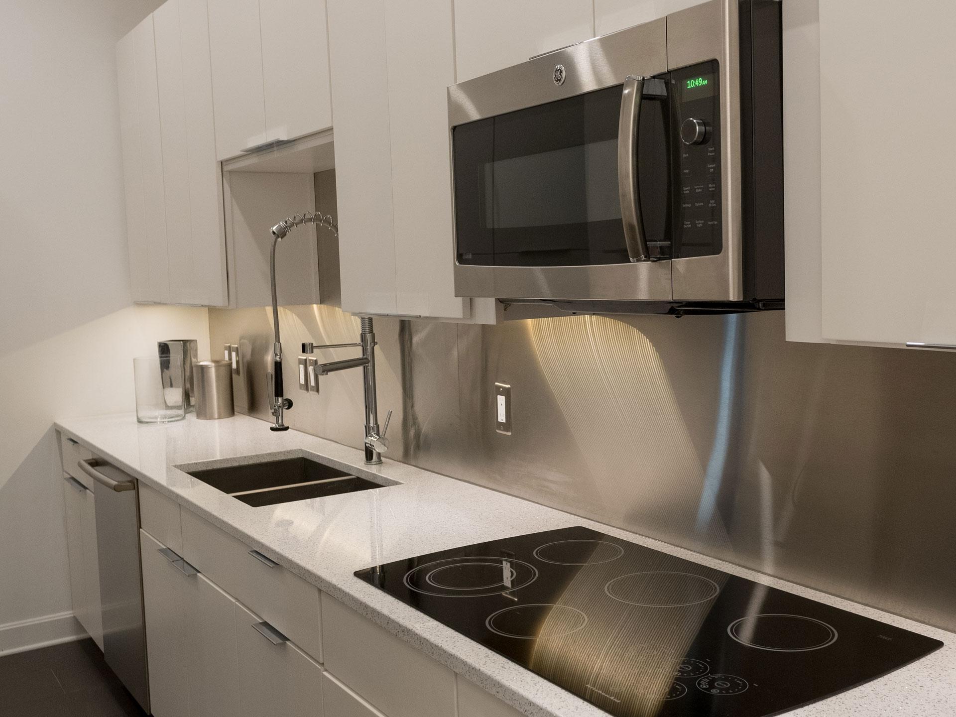kitchen-modern-white
