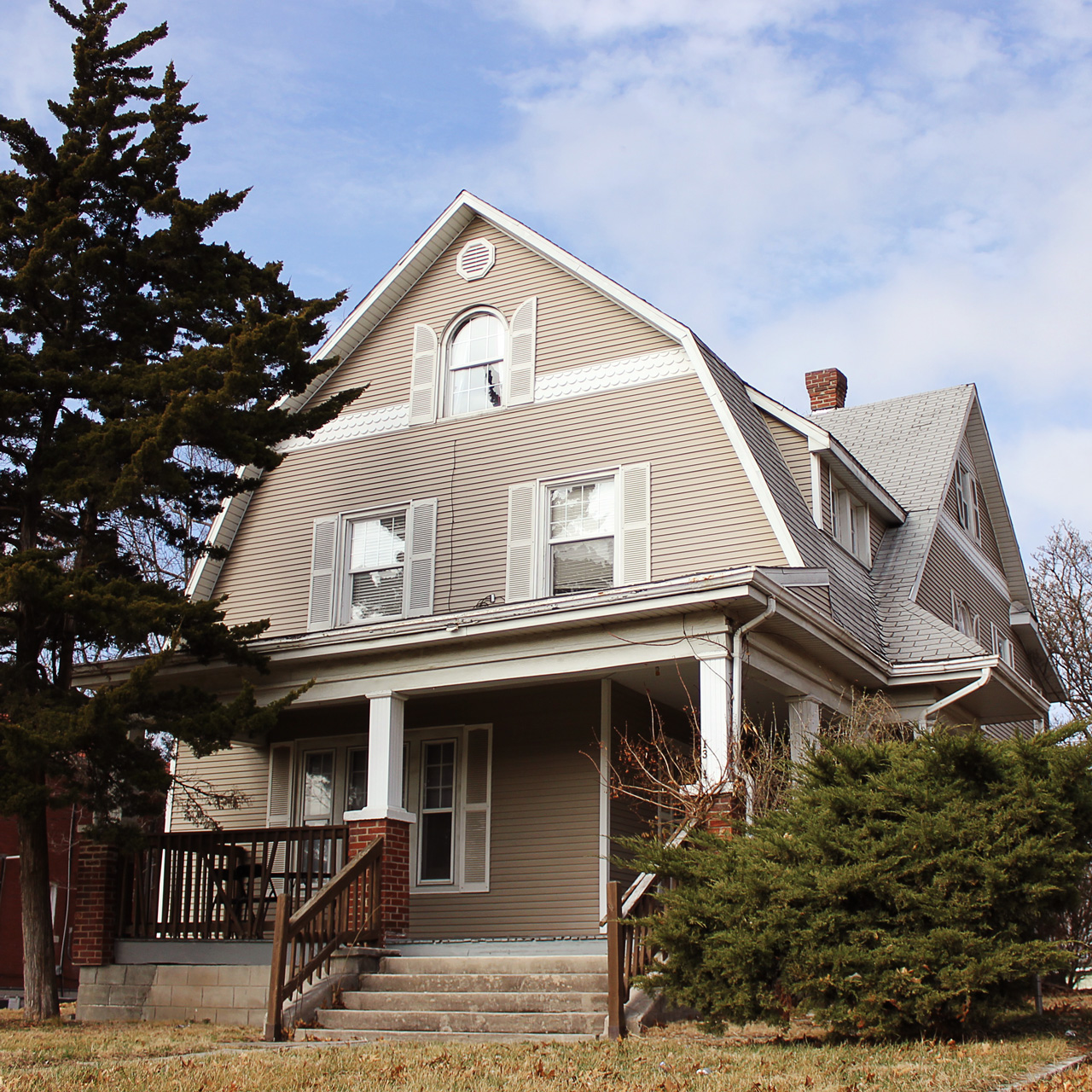Single-Family-Home_College-House