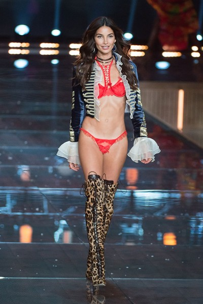111115-victorias-secret-fashion-show-06