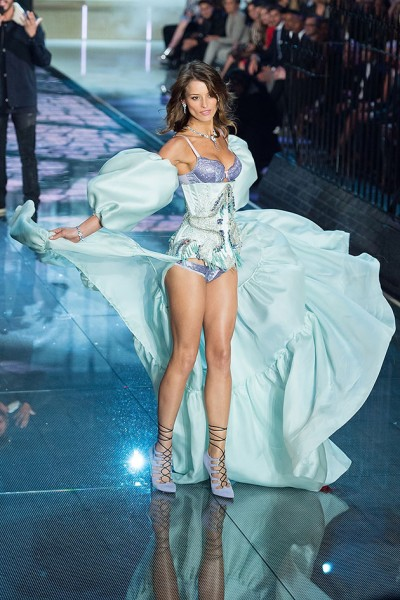 111115-victorias-secret-fashion-show-12