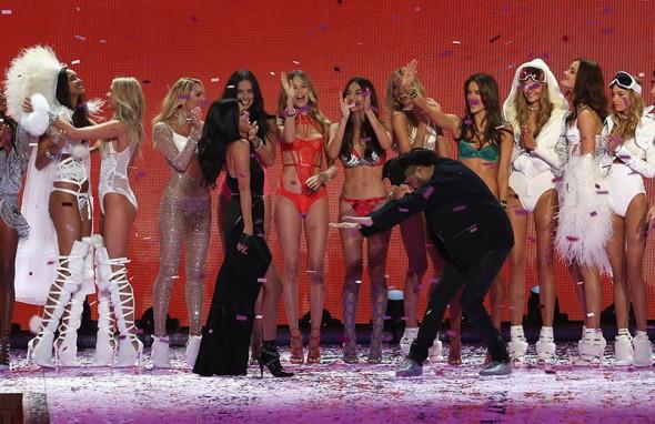 111115-victorias-secret-fashion-show-17