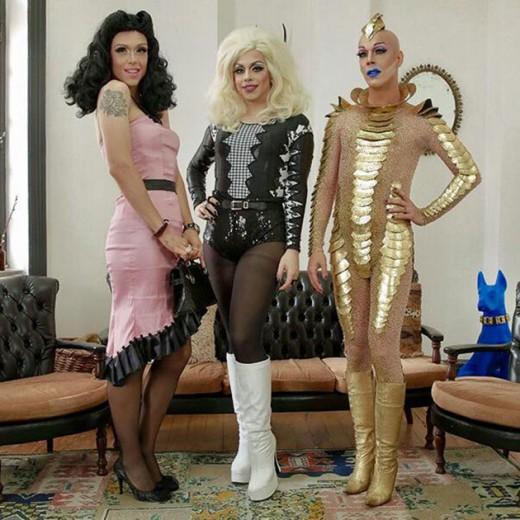 Rita Von Hunty, Penelopy Jean e Ikaro Kadoshi são as 3 apresentadoras do novo programa sobre drags do E! - clica na foto pra ver mais de cada uma delas