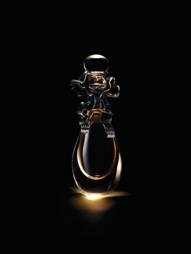 Clica aqui pra ver mais de perto como ficou o novo frasco do perfume J'Adore da Dior