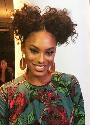 Olha que linda a Raissa Santana! Vestido floral da Apartamento 03. Clica pra ver mais