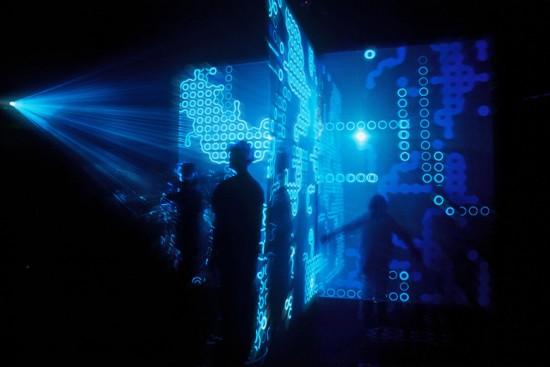 """Confira aqui uma prévia da exposição """"Consciência Cibernética""""! Esse espaço é o """"Eden"""", do australiano Jon McCormack"""