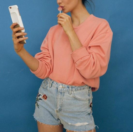 Clica aqui pra entender melhor como funciona essa capinha de celular junto com estojo de maquiagem!