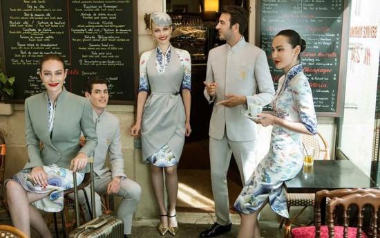 Os comissários da Hainan Airlines ainda mais elegantes! Vem ver mais do uniforme de alta-costura