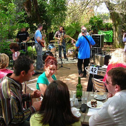 Band in garden