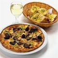 Pizza-and-garlic-bread