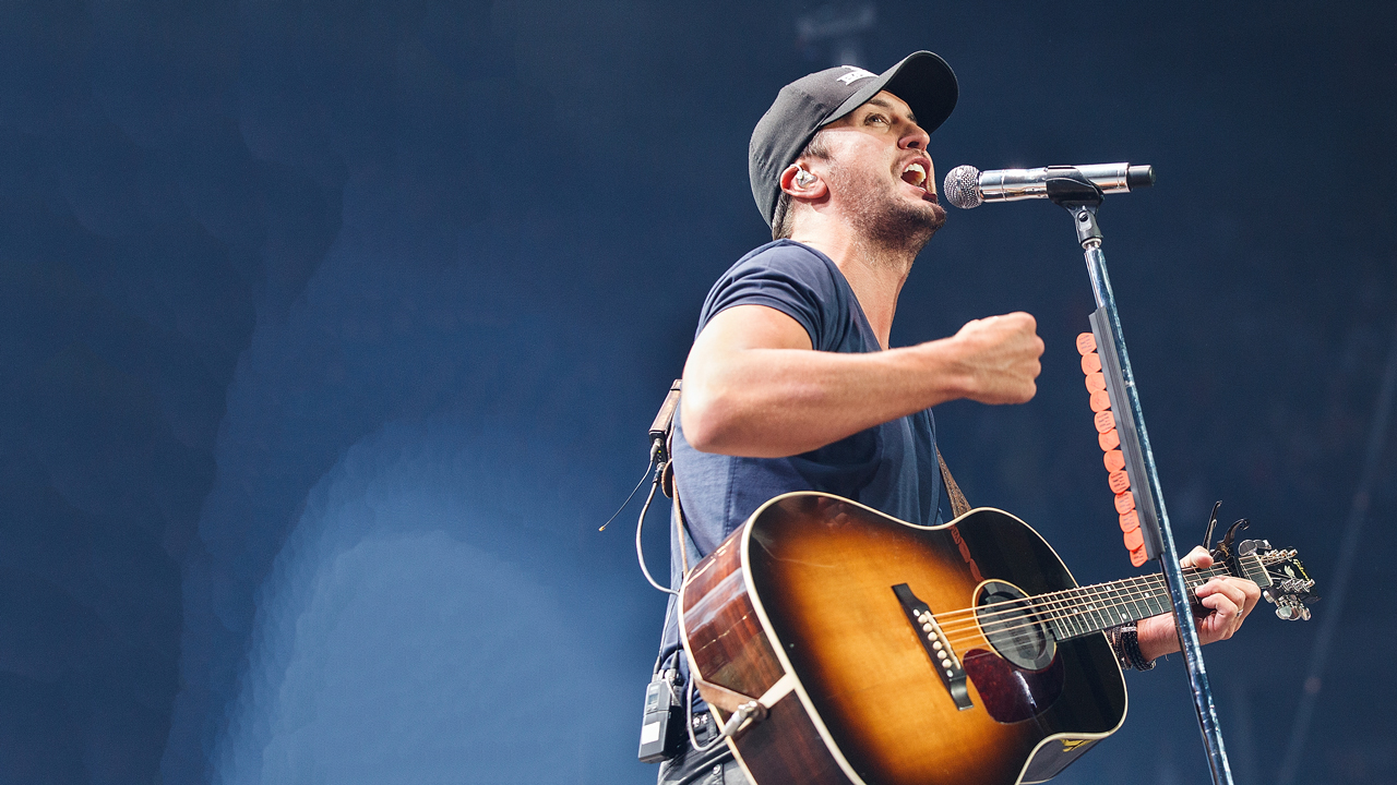 This year, Luke Bryan kicked things off by announcing his huge That's My Kind of Night Tour.
