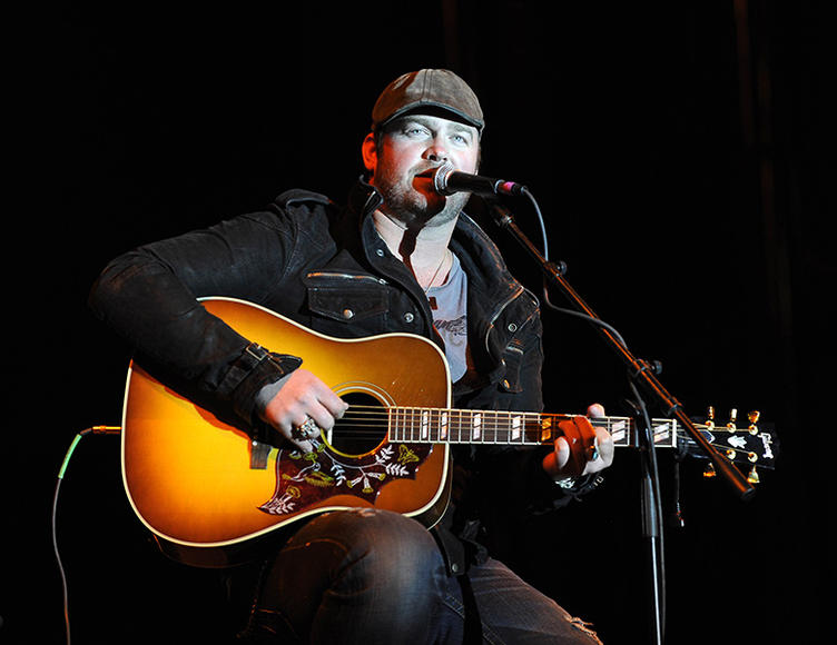 Lee Brice – The bad boy of country not only tops the charts, but moonlights as a tattoo artist. Anyone want to get inked on stage?
