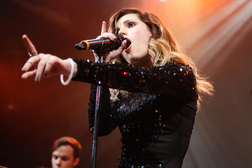 """Echosmith: These young'uns sing about wishing they were """"Cool Kids"""" but they ALREADY exude an effortless kind of coolness. Catch them live and see what we mean."""