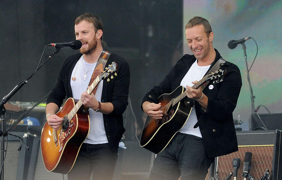 Caleb Followill (Kings of Leon) with Chris Martin (Coldplay)