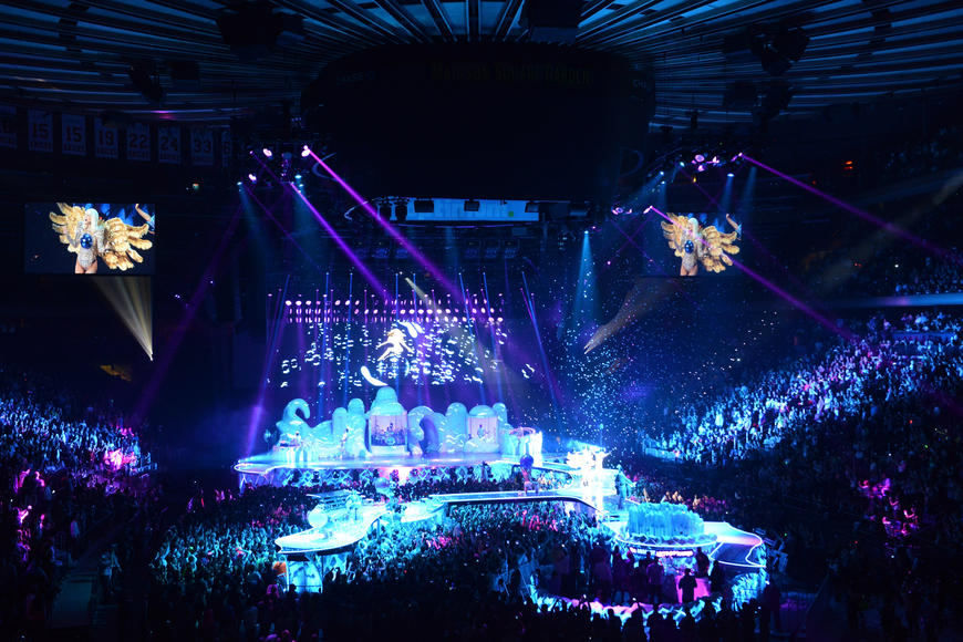 21,346 labor hours went into the design and construction of the stage, which includes catwalks, an integrated Absolut ARTPOP lounge in the middle of the floor, and pods with additional props and rooms for costume changes.
