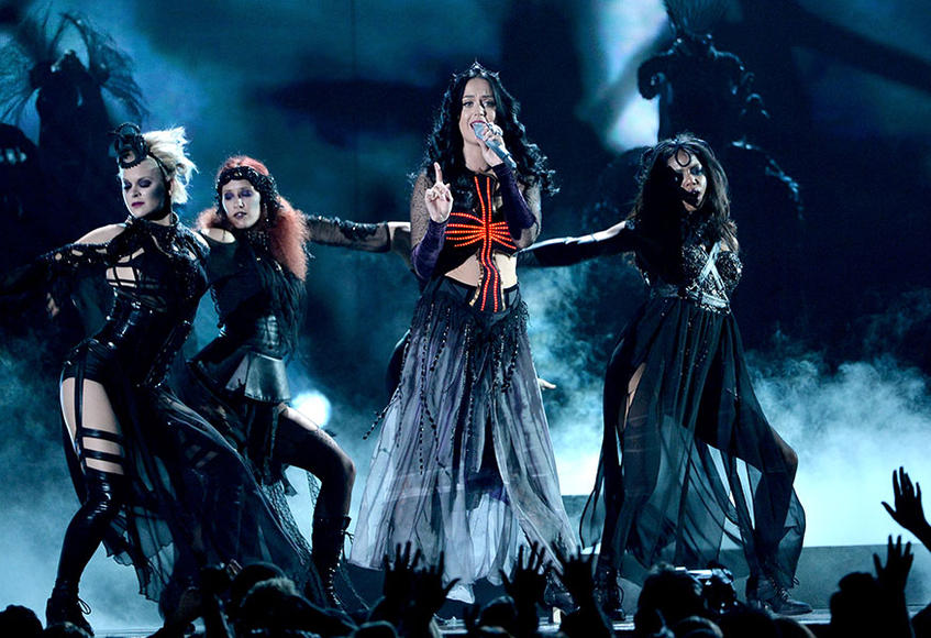 "2. Katy Perry- ""Dark Horse"" (feat. Juicy J)"