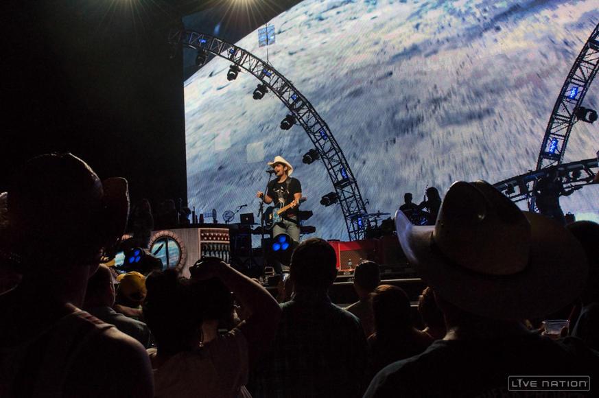Brad Paisley at MidFlorida Amphitheatre (Tampa, FL)