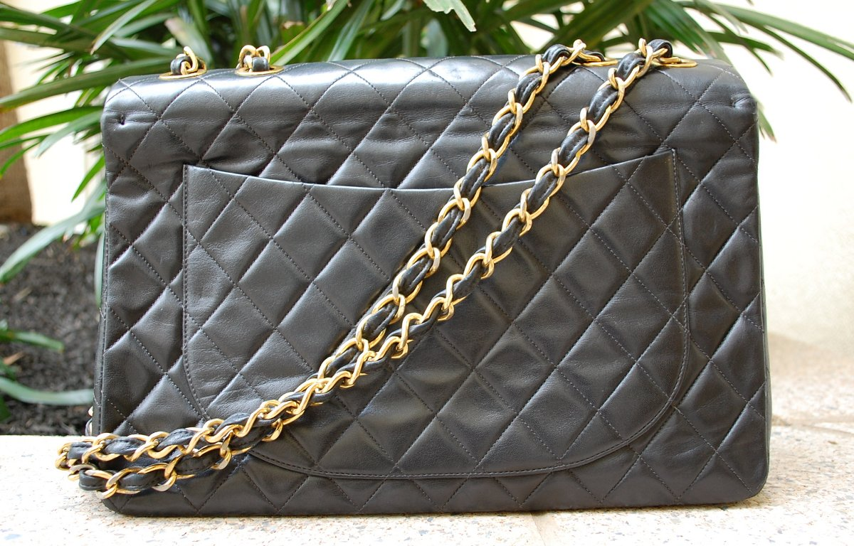 back chanel jumbo bag