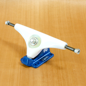 "Gullwing 10"" Charger White/Navy Trucks"