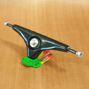 Gullwing 10&quot; Charger Black/Rasta Trucks