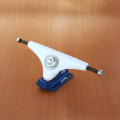 "Gullwing 9"" Charger White/Navy Trucks"