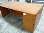 Lot: 02-17658 - Desk