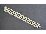 Lot: 1831 - TRIPLE STRAND PEARL BRACELET