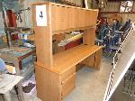 Lot: 4 - Desk/Hutch