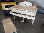 Lot: 36 - Piano