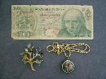 Lot: 2082 - 14K CHAIN & FOREIGN CURRENCY