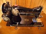 Lot: A5430 - Vintage 1952 Singer Antique Sewing Machine