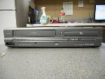 Lot: 1078 - Magnavox MWD2205 DVD Player/VCR