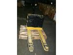 Lot: 651 - Yale Electric Floor Jack