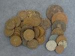 Lot: 2326 - (34) INDIAN HEAD PENNIES & FOREIGN COINS