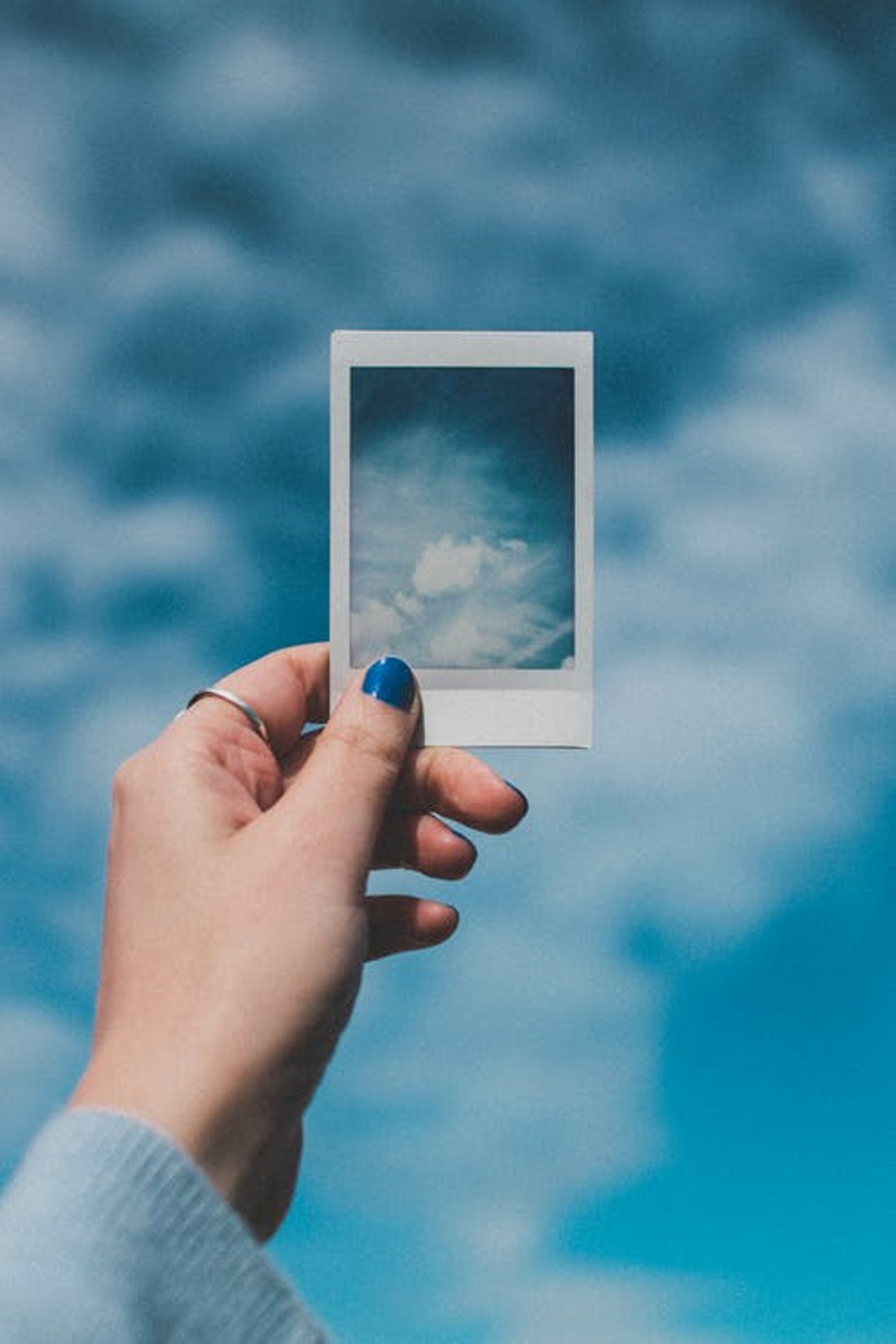 cloud pic in hand