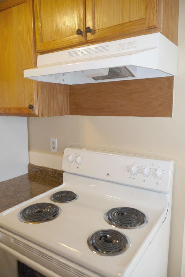 Kelly Apartments - Lease by June 15 & Pay only $500