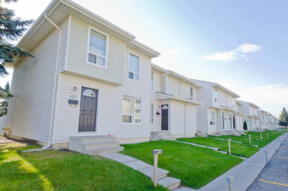 Calgary North West 3 bedroom Townhouse For Rent