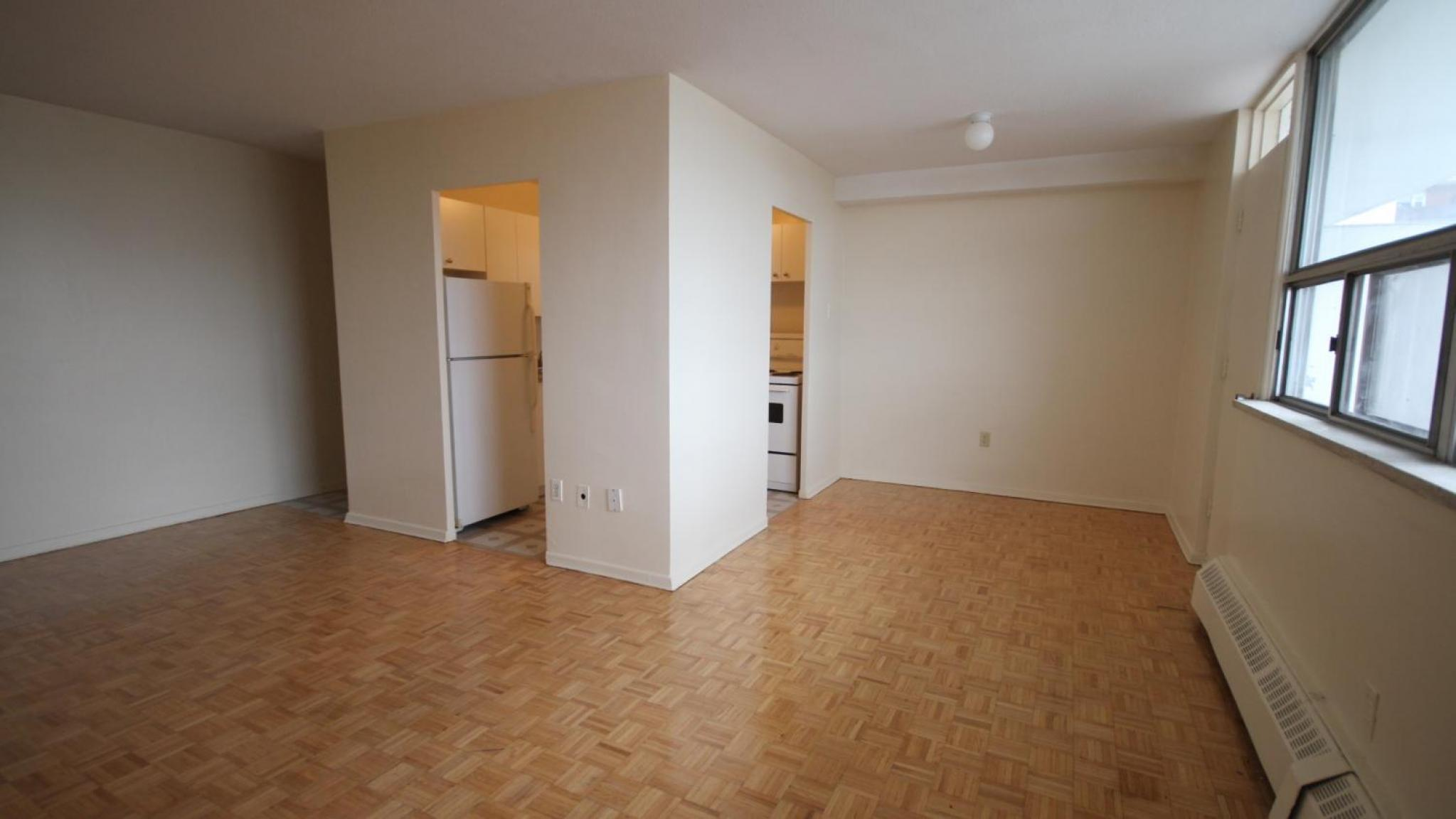 1301 dundas street w mississauga on l5c 1c9 for One bedroom apartment mississauga